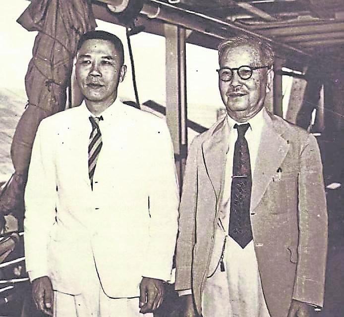南洋大学是华侨领袖陈嘉庚(右)和陈六使(左)倡导创办的,创办初期,得到各华社会馆和华侨支持,一时轰动东南亚,特别是新加坡和马来西亚。