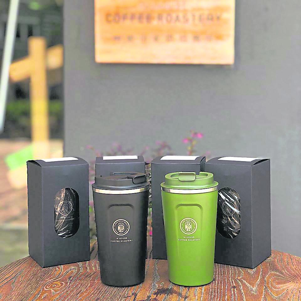 推出自家品牌保温壶,响应环保。