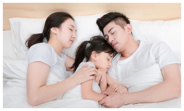 孩子睡主人房,除了造成他们变得叛逆,也会影响父母的工作运。