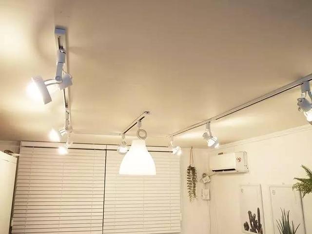 在入住前一晚,把家里的灯全部打开,以达到净化的功效。