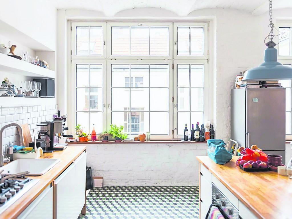 厨房和厕所火水相邻的房屋,是不宜居住的,否则会给你以及你的家人的身心健康带来不好的影响。