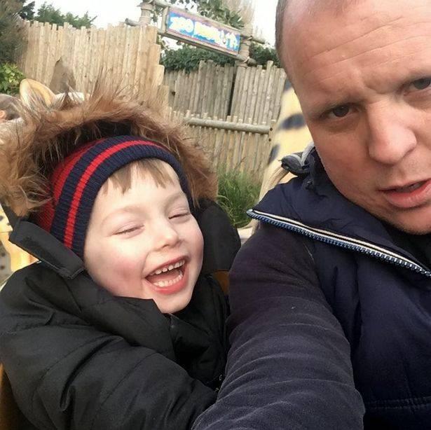 英国一位爸爸获得数千人支持,只因为他想在已故的4岁儿子的墓碑上刻下蜘蛛侠的形象却遭到迪士尼的拒绝。