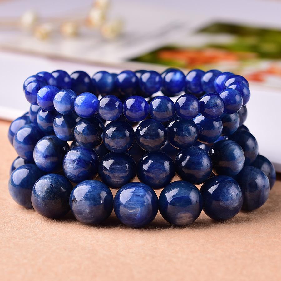 蓝晶石色丽透明的晶体可作宝石,以深蓝色为佳。