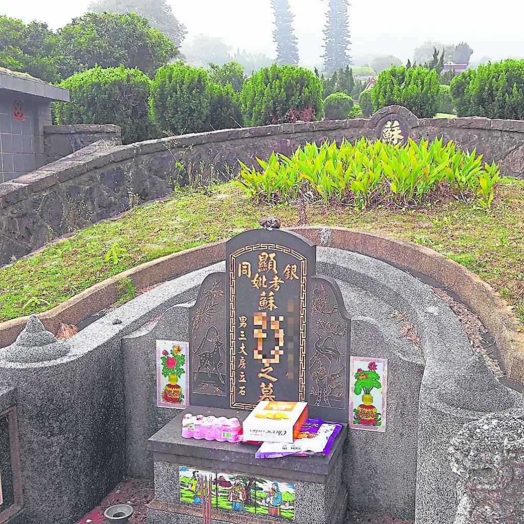 人死留名,碑记生平,墓碑上的碑文,不但记载了亡者的姓名身份、生时忌辰,也可以从一块石碑中窥探出亡者是富贵人家还是普通人家。
