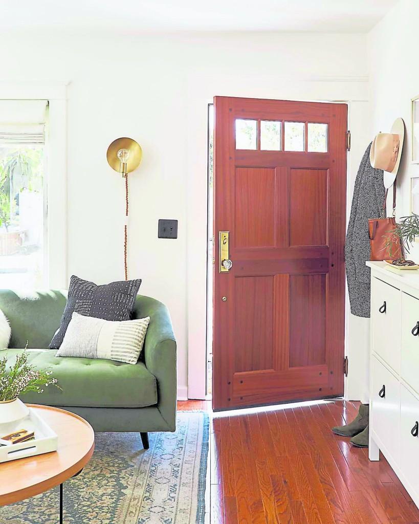 有一些人为了方便,总喜欢把家里的门改来改去,但是,一改了之后,往往疾病缠身、口舌、是非不断,究其原因,往往就是乱改门带来的结果。