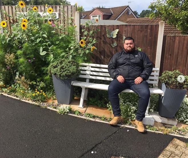 扑鼻而来的花香,让这张位于英国布里斯托南自由巷的长凳获得5分的成绩。