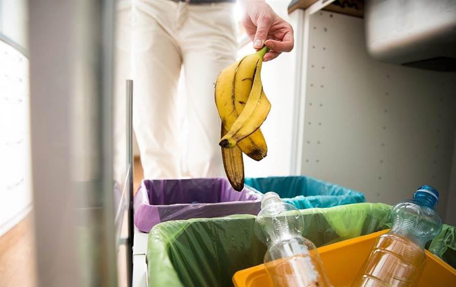厨房的垃圾桶会比较混杂,可以将其移置后阳台降低味煞的可能性。