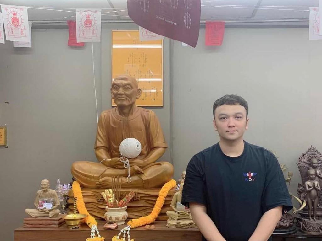 阿伟表示自己走投无路时,救命恩神吴锦溪助他度过生意难关。