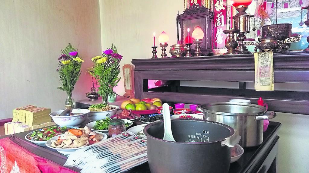 祭拜基本上是对亲人的一种追思和缅怀,也象征着代代相传。