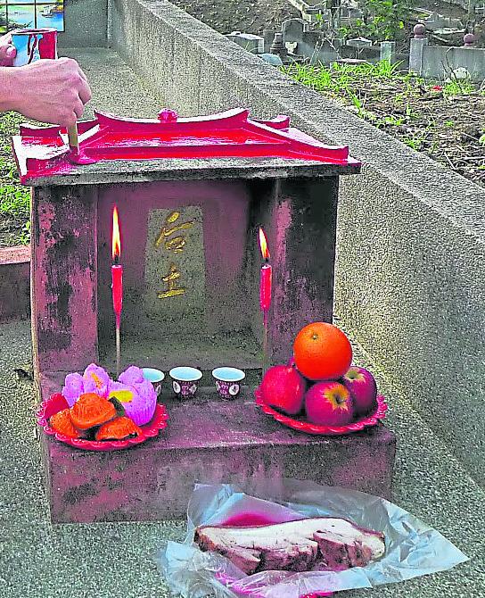 凡有建造坟墓,例必在墓旁安放后土神位。