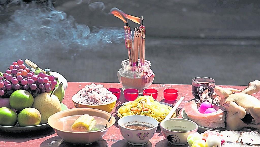 """百日合炉为往生者准备的""""五味碗"""",一般都是简单日常饭菜。"""