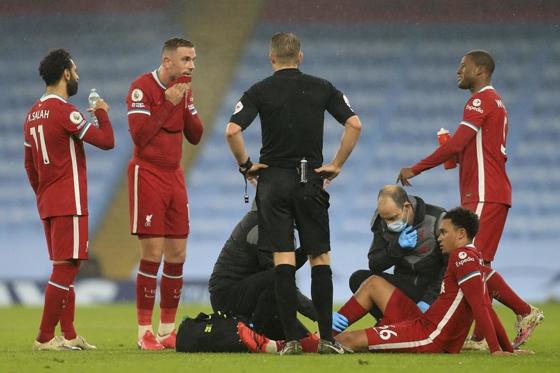 根据统计,英超各队的伤病情况已经超过了100例,利物浦和曼联是伤员最多的球队。