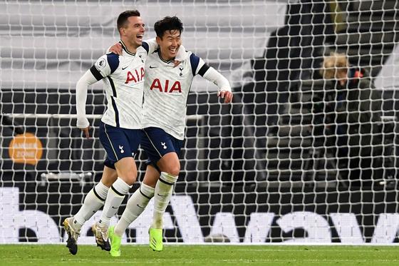 托登罕热刺在英超联赛第9轮焦点战,主场以2比0挫败曼市,获得联赛四连胜。