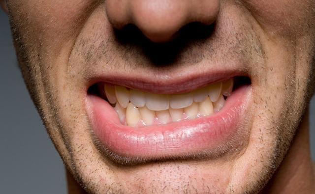 当出现面麻、嘴歪,可能是脑供血不足的症状。