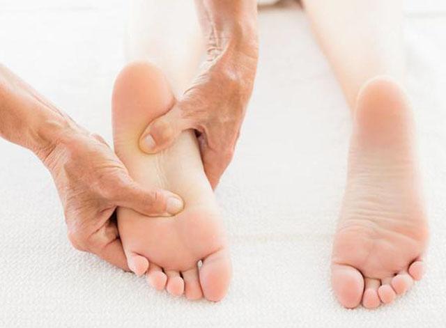 按摩脚底可以改善脑供血不足。