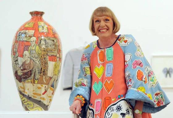 "Grayson Perry是英国皇家艺术学院院士,也是2003年英国最高艺术奖项""透纳奖""的得主。"
