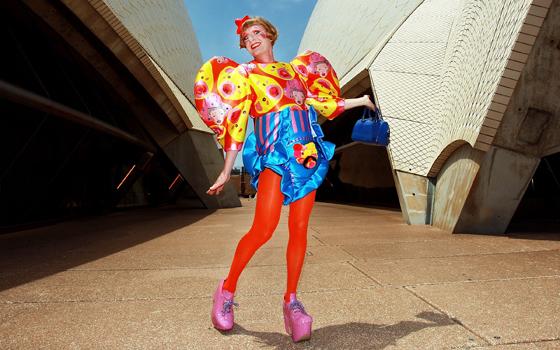 当Perry身着女装时,有时候优雅时髦、天真烂漫、天马行空。
