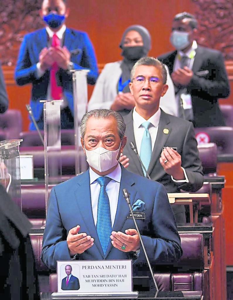 被视为弱势首相的慕尤丁,从出任首相至今面对巫统和希盟的较劲,但他都侥幸地跨过难关撑过去。
