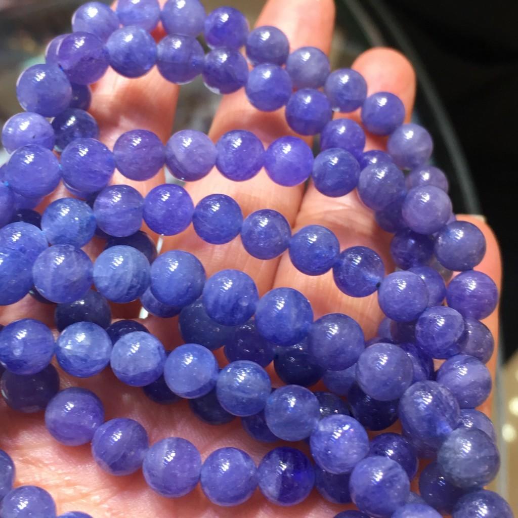 散发高贵的紫光,古时就被当作护身符配戴,有助让人保持头脑清晰,理性而冷静地思考问题。