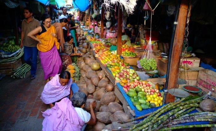 在库基族人的地盘,女性才能跟男性平起平坐,这个百年市场是印度乃至全球都可以说是唯一一个只允许女性做生意的市场。