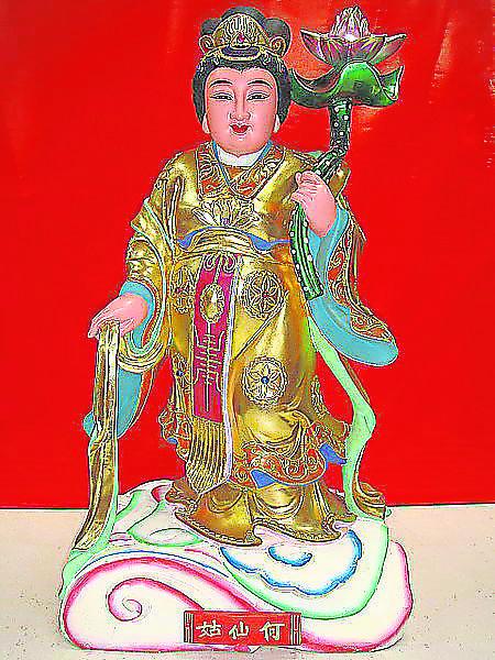 何仙姑是八仙中唯一的一位女仙,传说她能预知祸福,善轻身飞行。