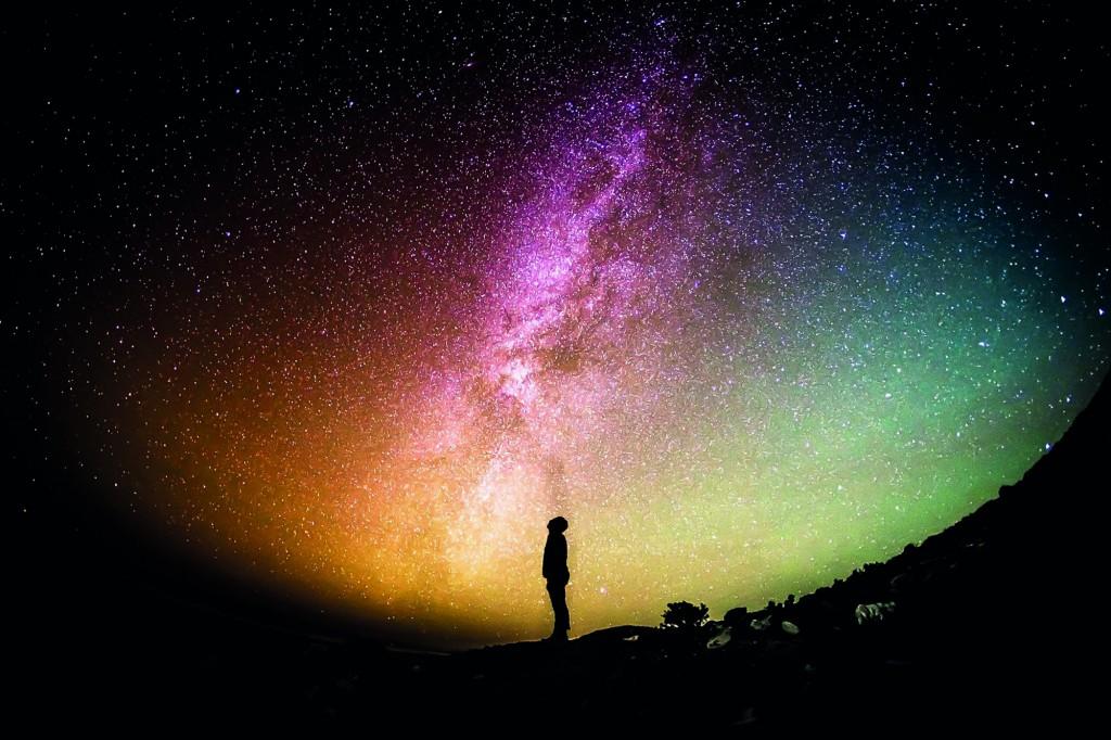 宇宙能量是延续我们生命的要素,当我们缺乏能量时就会感到疲累,所以多吸收宇宙能量,再以行动力把理想实现化。