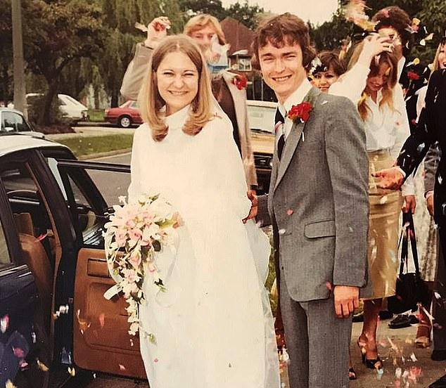 1979年,年仅16岁的莎莉遇到了理查德,并与之结婚。