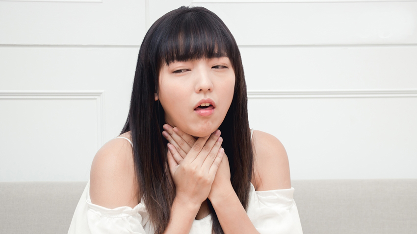 The,Asian,Woman,Cough,And,Has,A,Sore,Throat.,Causes