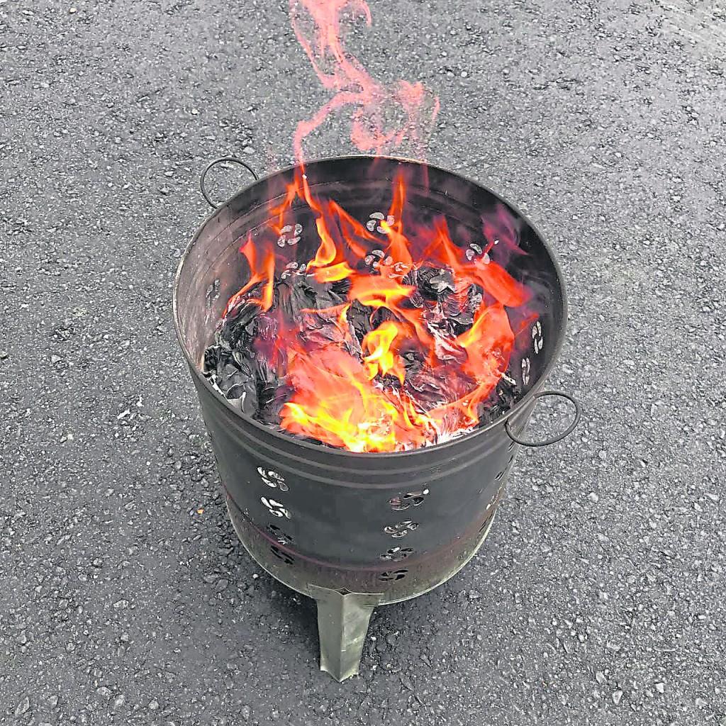 很多子孙为了方便会把化金炉留在现场且与坟墓对正放,这做法可会影响一个人的气场与运势。