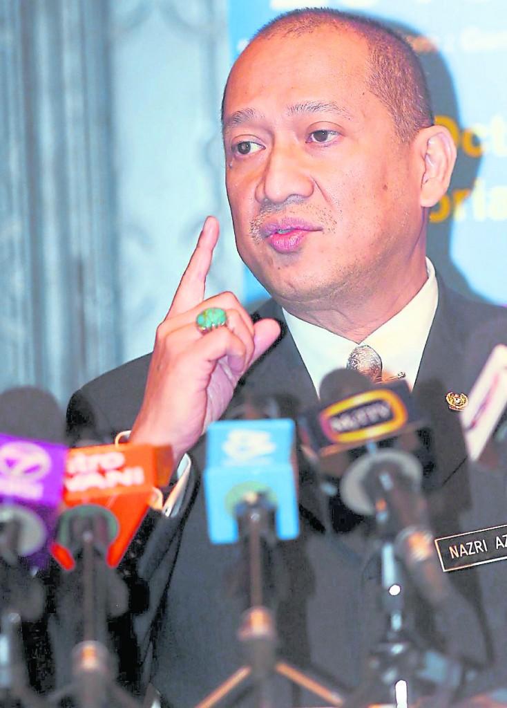 巫统内部面临分裂危机浮出台面,硝山国会议员纳兹里公开抨击阿末扎希缺乏领导能力。