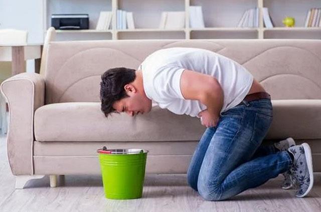 如果你平时吃东西后,感到恶心想吐或胃胀痛等症状,就要赶快去做体检。