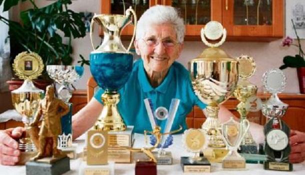 可别小看世界最年长的体操选手,乔安娜目前为止已获得德国体操锦标赛11面奖牌。