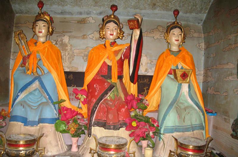 厕姑又作子姑、紫姑、茅姑、坑姑、坑三姑娘等,是中国民间信仰的厕神。