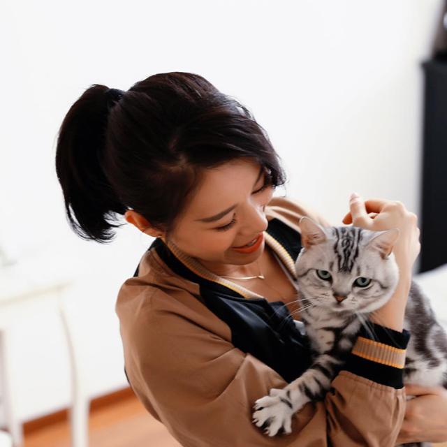 胡杏儿是一位猫奴,高峰期饲养8只猫咪。