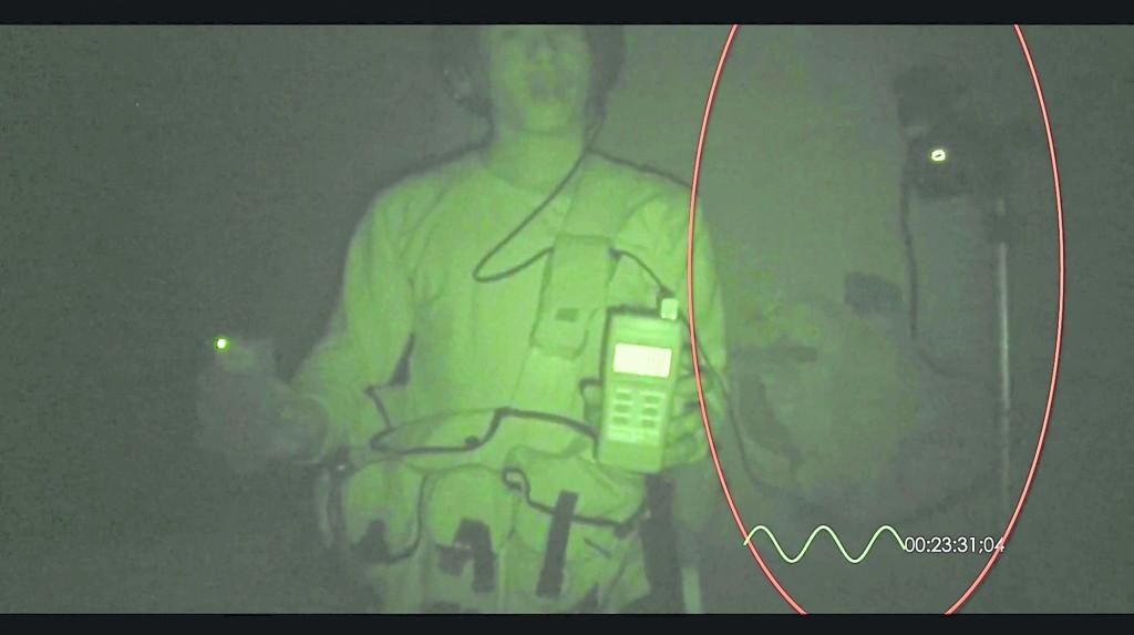 在实景全黑环境下,用红外线下拍到的灵异现象,同时一连串仪器出现的反应。
