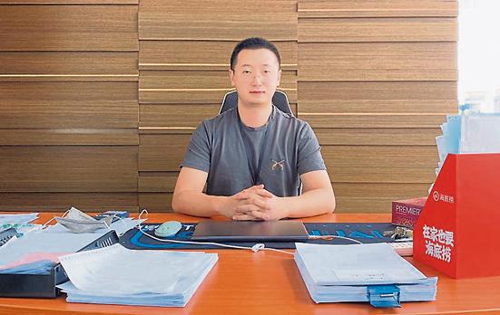 """唐荣铭和友人共同创立""""万荣国际有限公司"""",事业发展看俏,更打算与太太长居大马,可说是融入得非常好。"""
