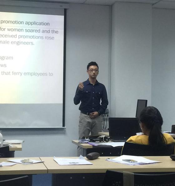 在攻读MBA期间,进行论文的演讲。