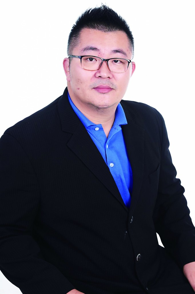 Dato Sri Nelson Tan大师以数字能量的方法,结合神明的旨意,提点有需要的人。