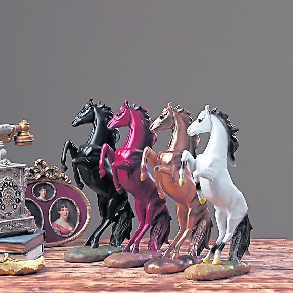 住房缺角可以摆放马匹装饰化解。