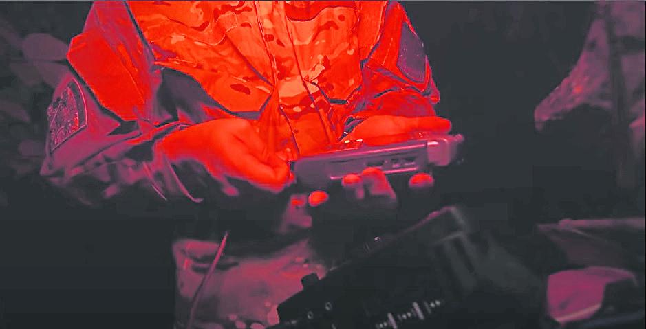 为了一个更好的声音档录,鬼黄陀把各器材分成独立音轨录制。