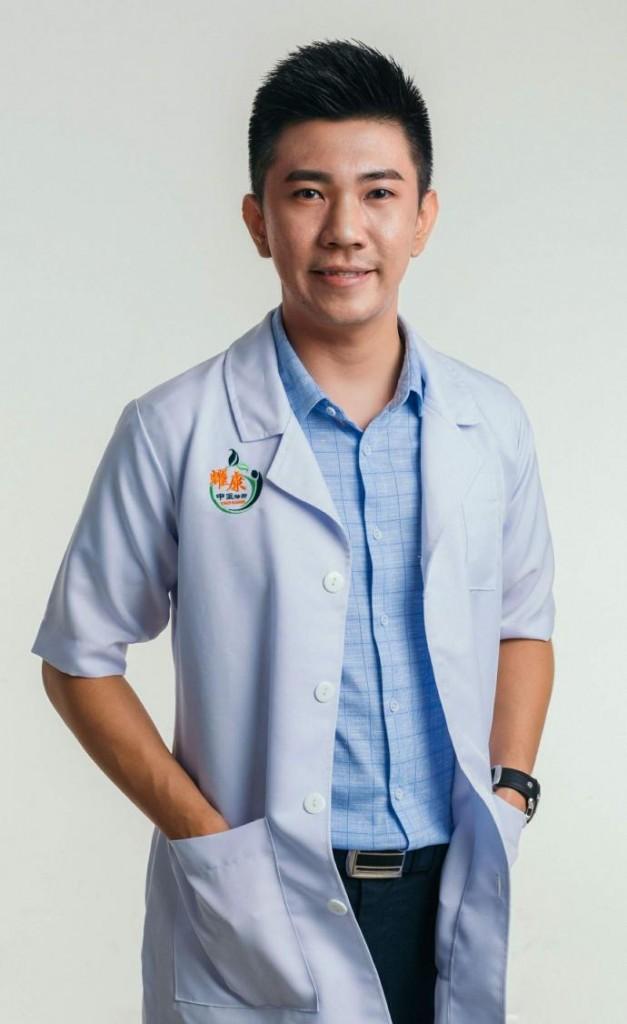 中医师谢冠耀表示,一家人都因为感染新冠病毒而失去生命,或家庭成员皆为无症状感染者。从本质上来说,这可能和遗传基因的免疫力有很大关系。