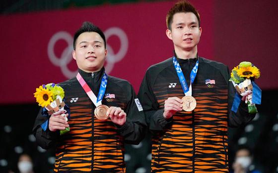 男双组合谢定峰(左)与苏伟译成功为我国赢得一枚奥运铜牌。