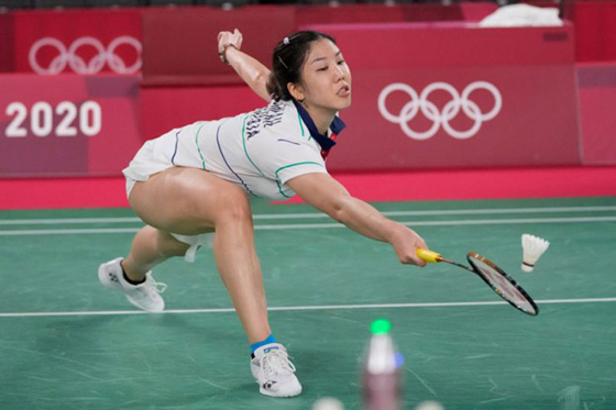 大马女单谢抒芽女单在N组最后一场关键小组赛经3局奋战后,以1比2遭泰国的前世界冠军拉查诺逆转击败,在东奥羽球止步女单小组赛,虽败犹荣。