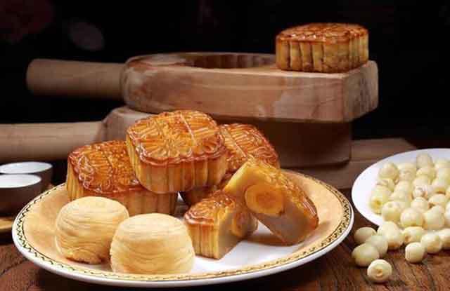 每当中秋节来时,家家户户都会吃月饼象征着团圆和睦,其实有些地方过中秋节的饮食习俗有不同寓意。