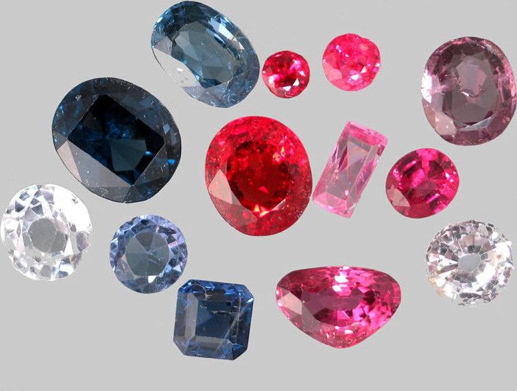 尖晶石是拥有各种不同色彩亮度的宝石。