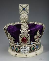 美丽的尖晶石自古以来甚至被不少皇家贵族、王侯将其镶嵌在自己的皇冠上。