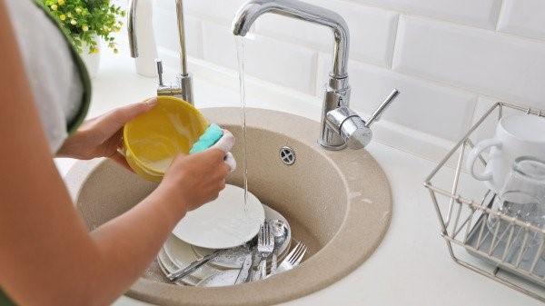 洗碗时间要注意,正确的清洗方式也很重要,切勿越洗越脏。