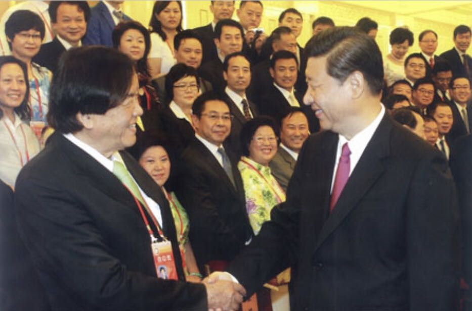 中国国家主席习进平先生亲切接见丹斯里张晓卿先生。