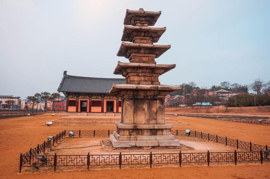 于公元538年建起的韩国定林寺五层石塔。