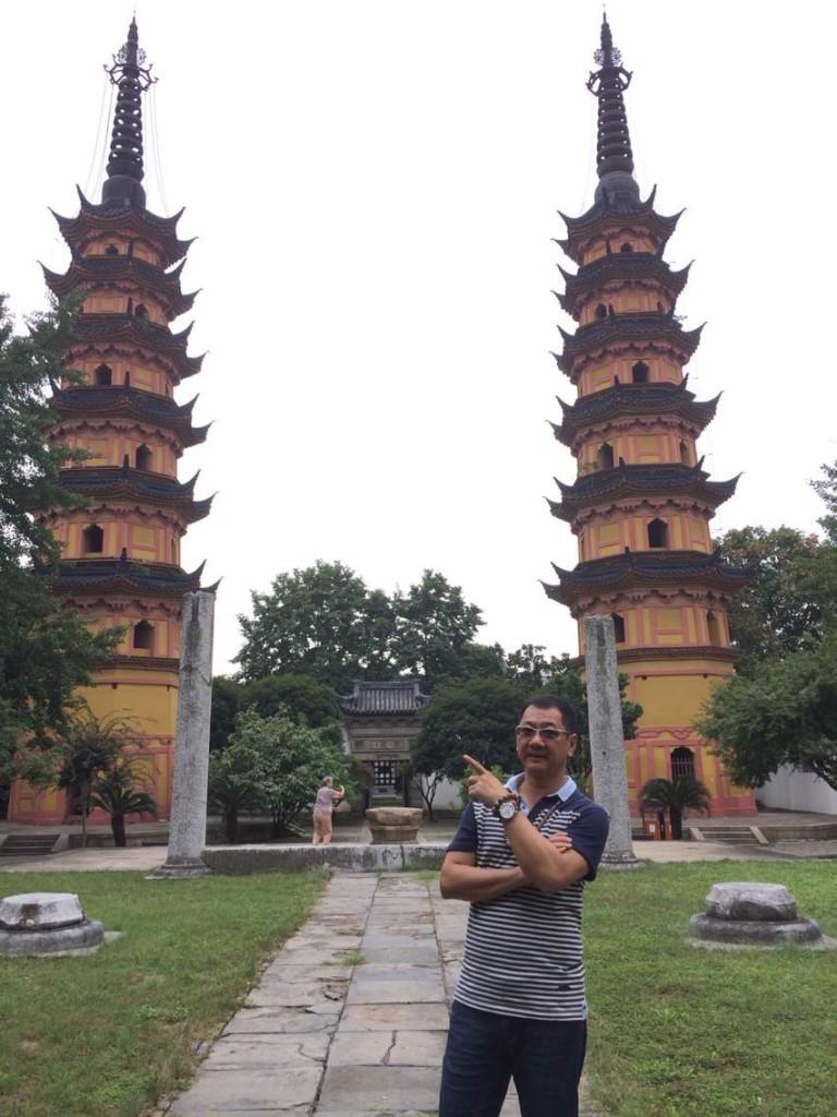 苏州双塔又称罗汉院双塔,是一处始建于宋代的古塔建筑。